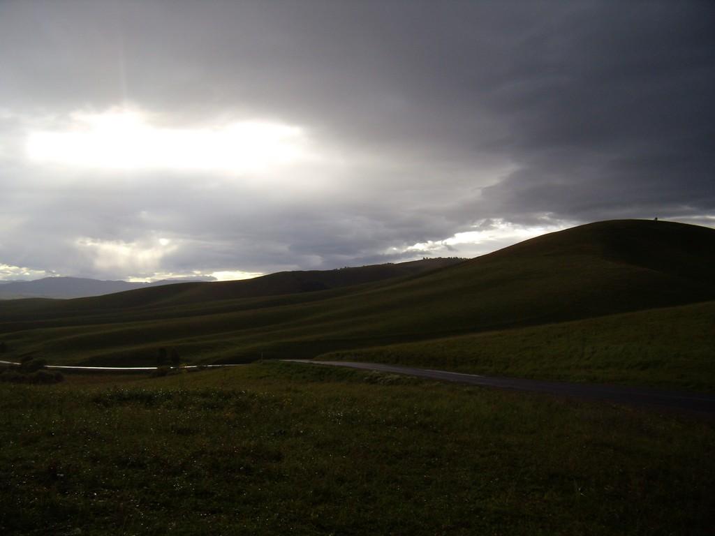 Сумерки на Бирюксинском перевале между селами Алтайское и Ая